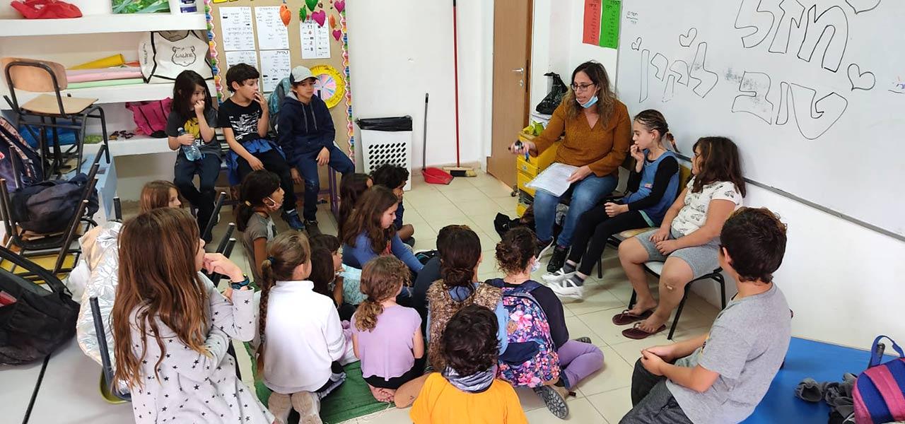 לומדים בכיתה - בית ספר רותם