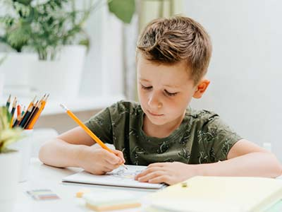 distance-learning-online-education-caucasian-smile-kid-boy-studying-at-home-with-book-draw-in-notepad_t20_3dQ6oN